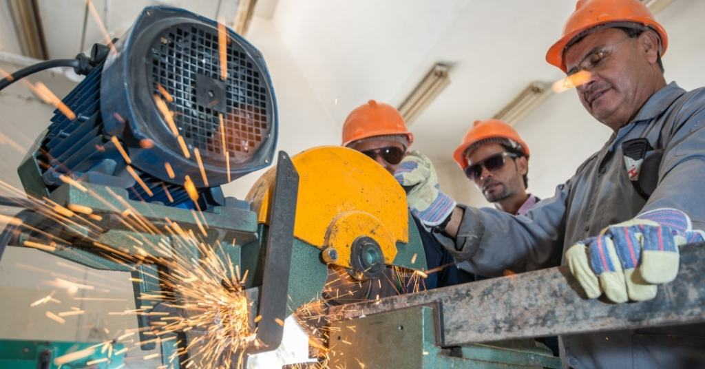 workers-cutting