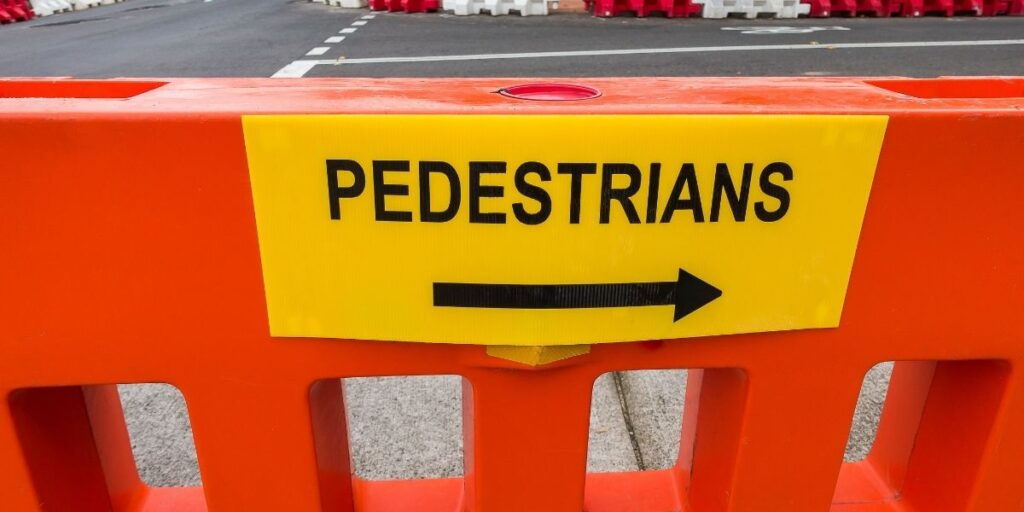 pedestrian to the right sign